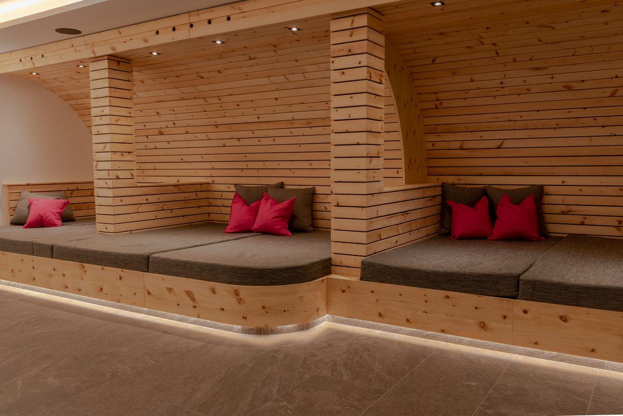 Die Chill-Betten genießt man am besten mit den stimmungsvollen Vollmond-Leuchten