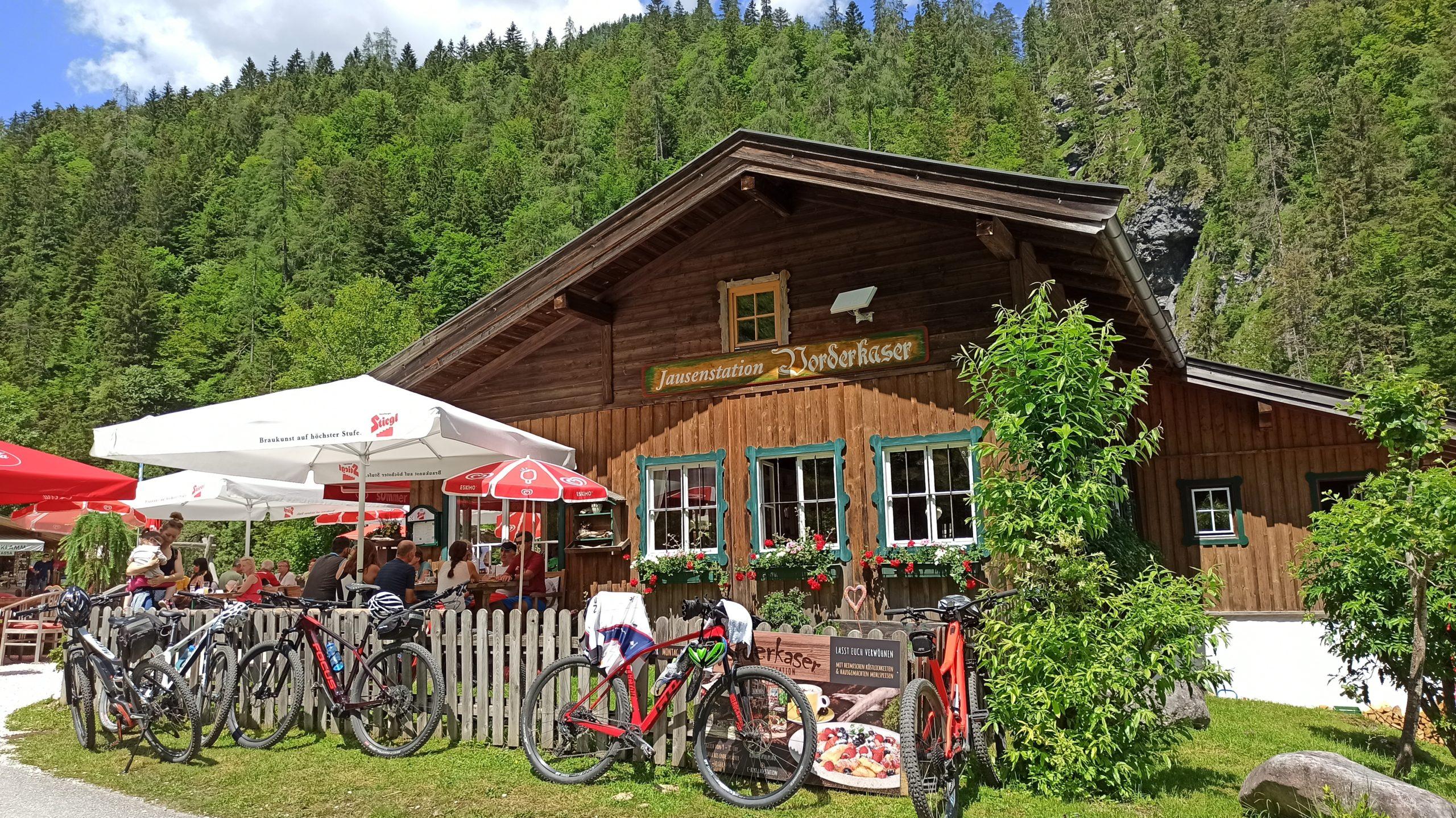 Ziel erreicht: Der Gasthof Vorderkaser, Start und Ziel zwischen Erlebnisweg und Klamm