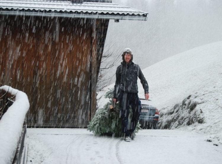 Christbaum holen im Schneegestöber © Pfandlinghof