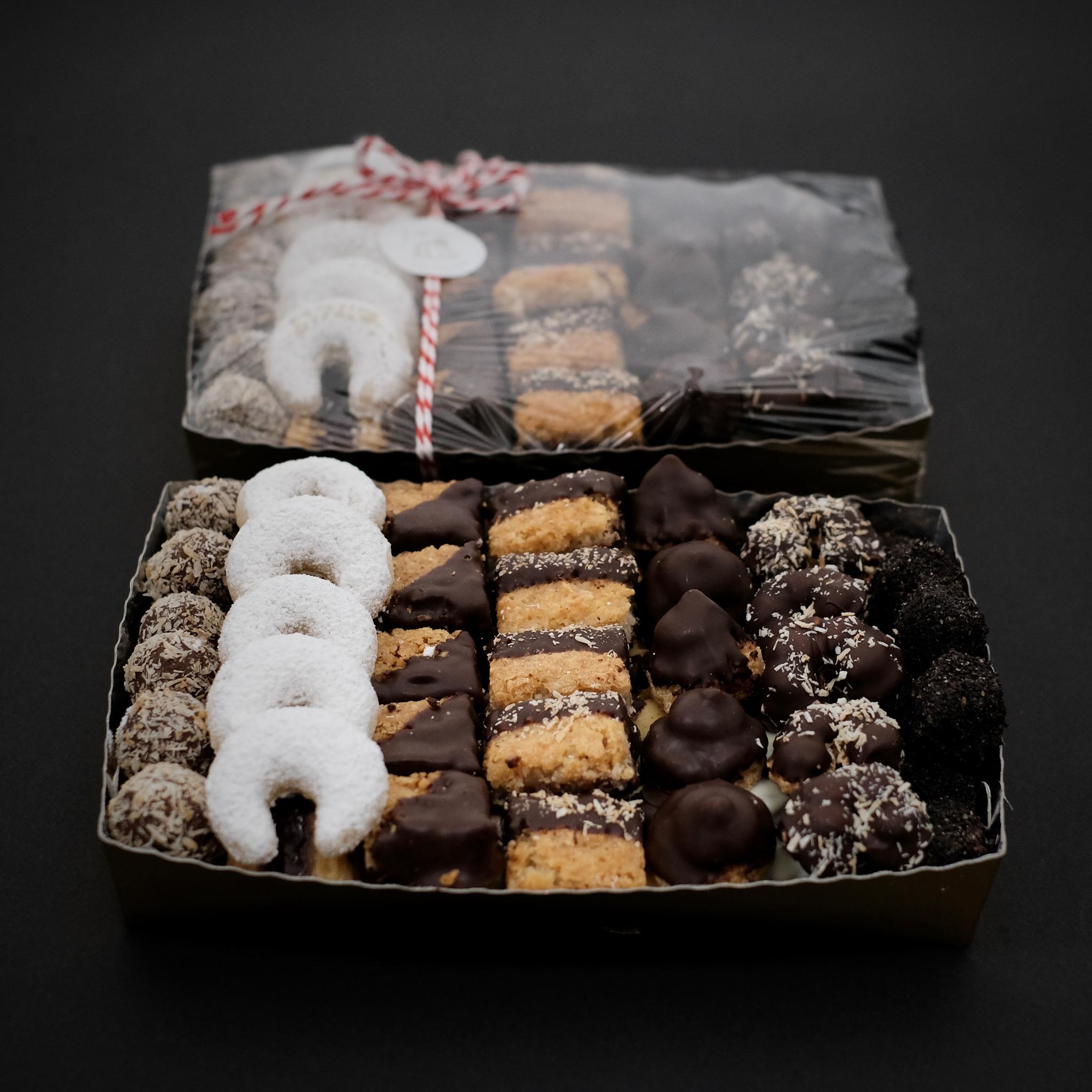 Rumkugeln, Vanillekipferl - Weihnachtskekse aus Salzburg kann man auch bequem online bestellen © Viktoria Zuckerbäckerei