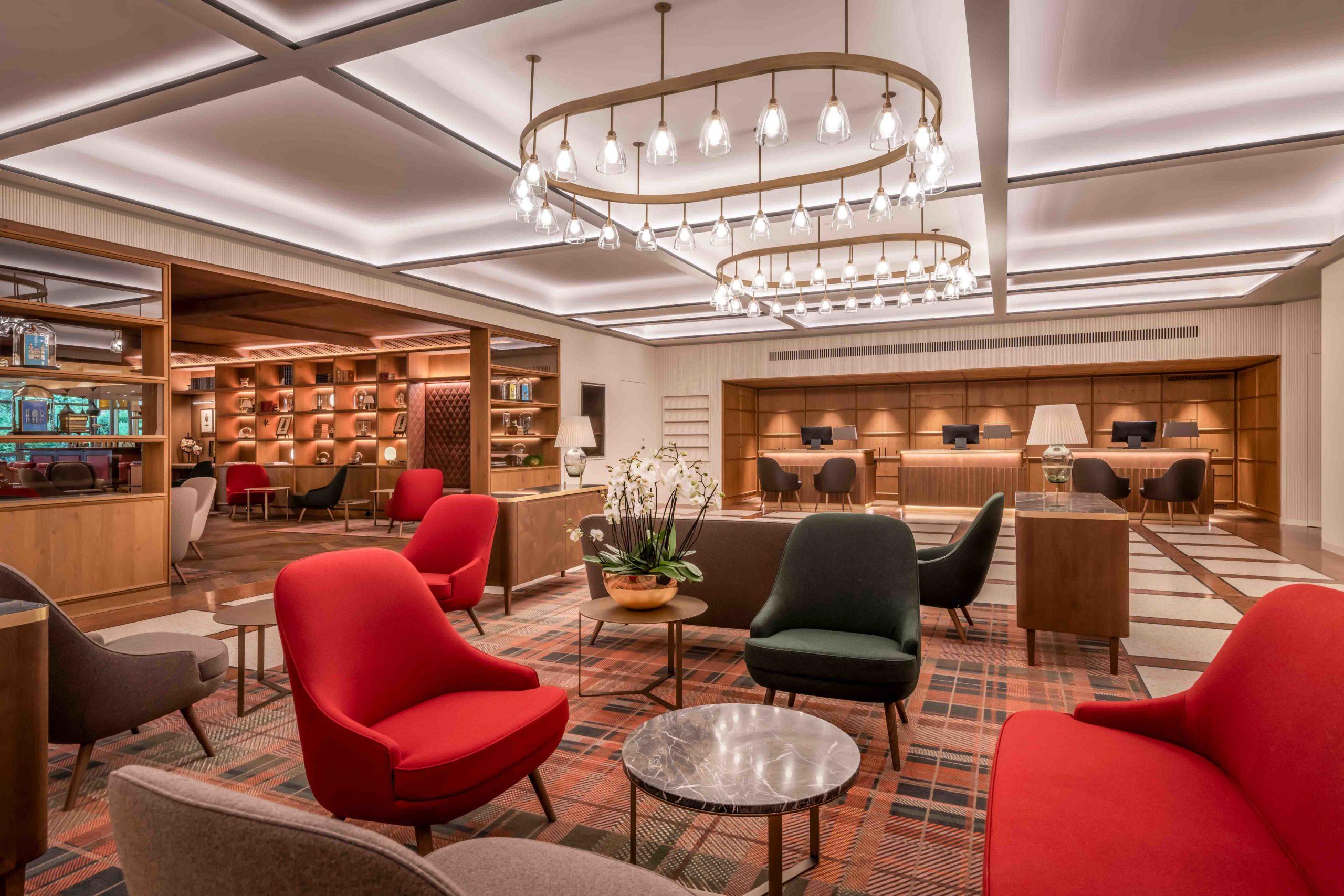 Die 2020 neu gebaute Lobby lädt zum Entspannen und Verweilen ein.