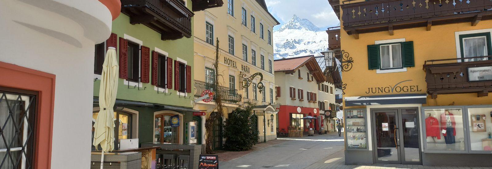 Markt von Lofer mit Spitze Reifhorn