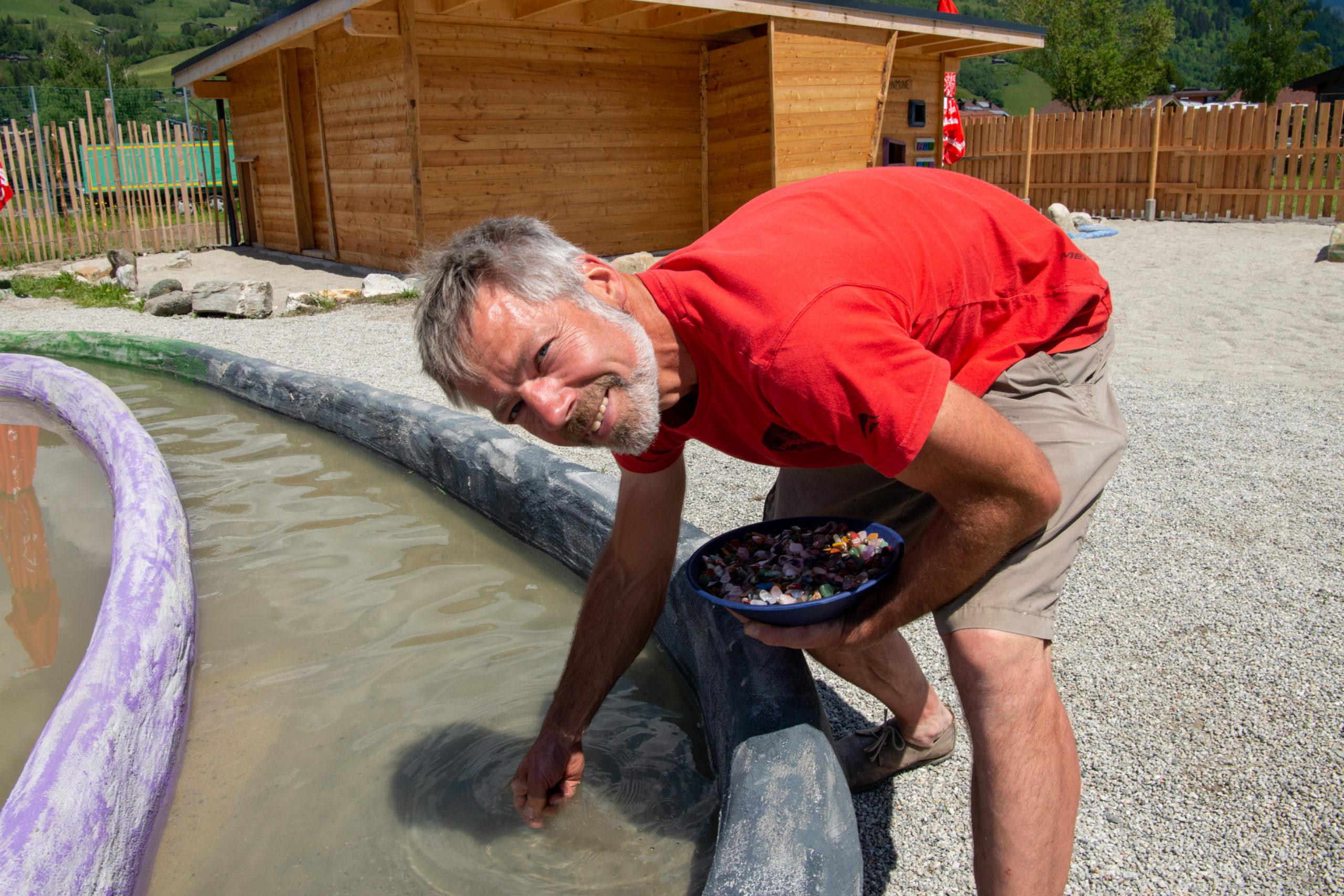© Edith Danzer Martin Budweiser befüllt die Becken täglich neu.