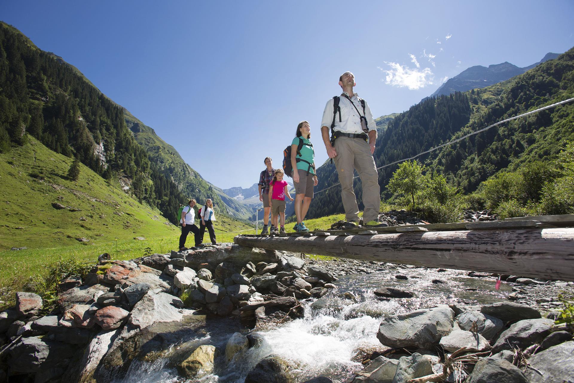 Wanderung mit Natinalpark-Ranger über einen Bach