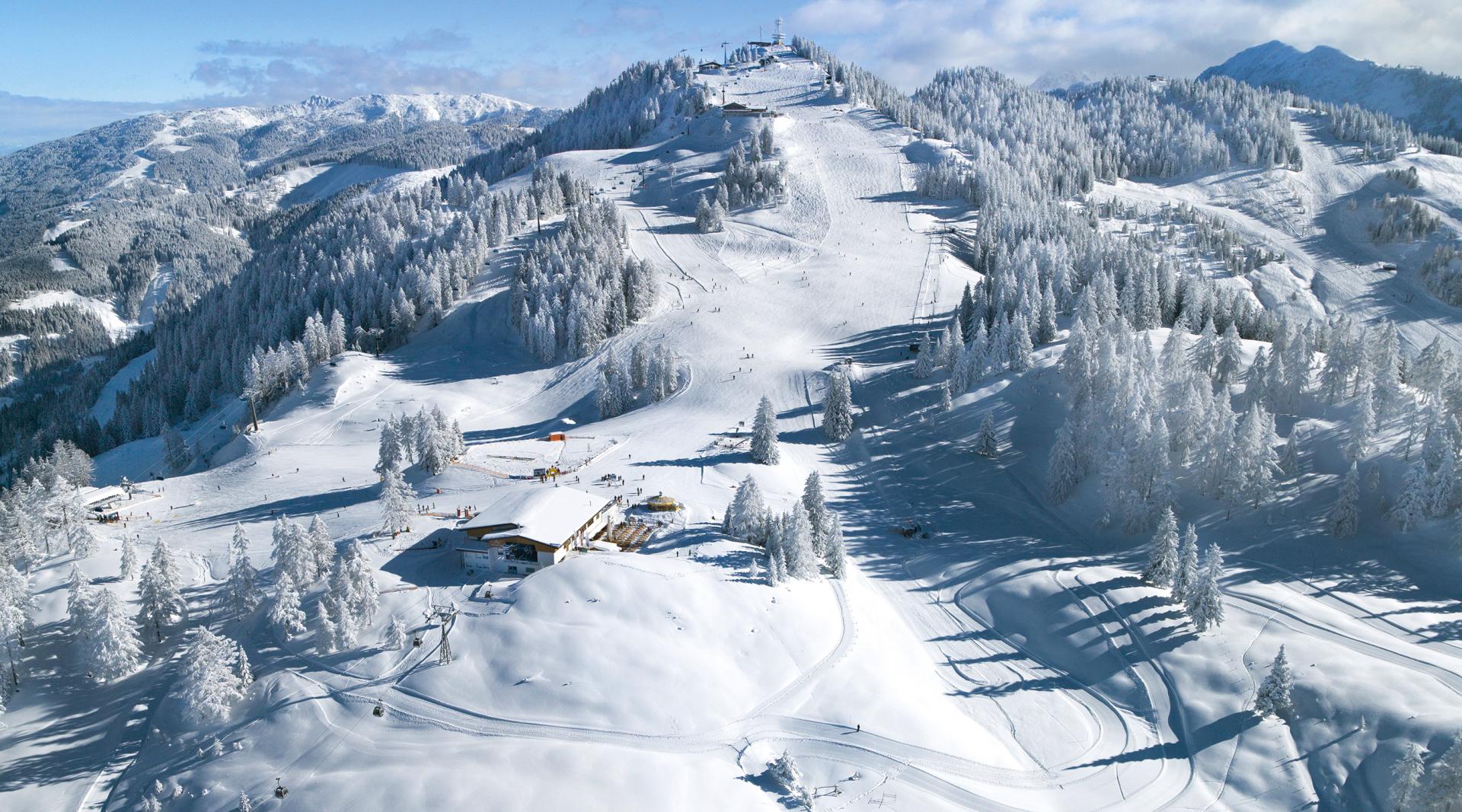 Verschneites Skigebiet Gernkogel in Sankt Johann Alpendorf
