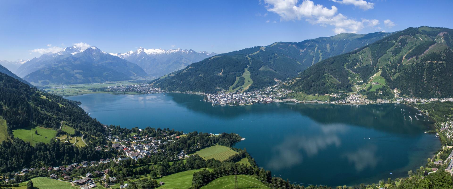 Der Zellersee im Sommer vom Berg aus gesehen