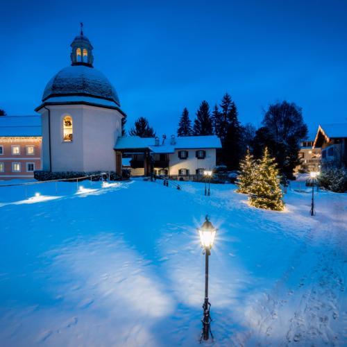 Winterspaziergang zum Stille-Nacht-Platz